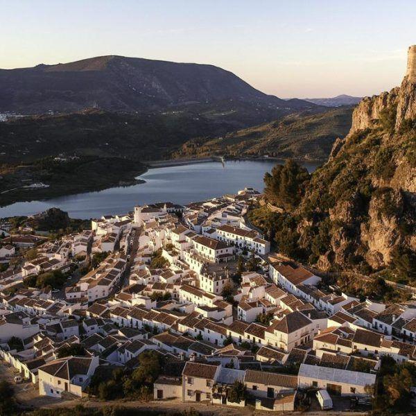 Zahara de la Sierra - Tour de los Pueblos Blancos